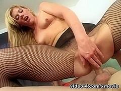 XMovieZone Video: Bella Lynn