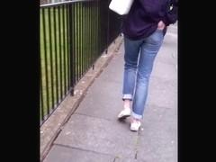 Candid teen shows her butt