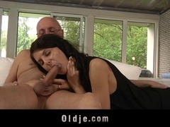 Hussy young brunette lures and fucks am old bone