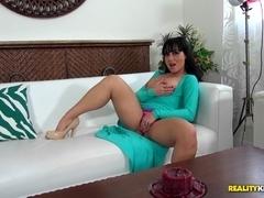 MilfHunter - Sexy slit