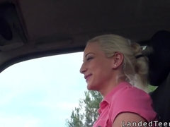 Teen fucks inpink panties in car