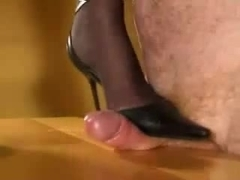 Ding-Dong trampling in High Heels