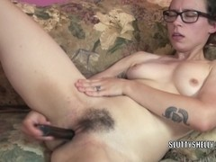 Geeky housewife Shelly stuffs a toy into her moist muff