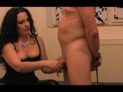 Large butt dominant-bitch bonks serf