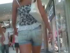 Beauty in short shorts caught on a candid street cam