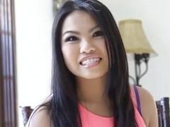 Cutie asian girl blowjob