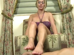 Tattooed Davon James using her sexy feet