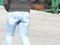 Nice butt walking (Q-lito)