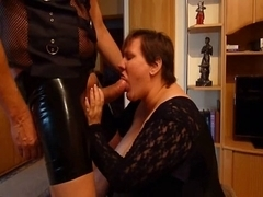 Massive whore does hot blowjob in latex oral porn video