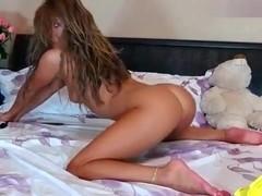 Naked babe Xxkiraxx sucking a dildo