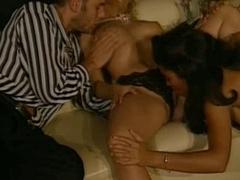 Julia Chanel - Tout Le Monde Dit Oui Scene  two