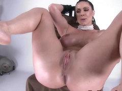 Amateur gets ass fingered