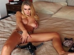 Natalia Starr shows off her hot pink pussy