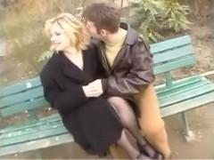 French floozy sucks boyfriends weenie in his car.