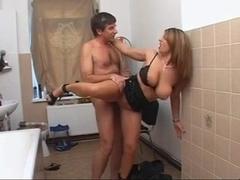 Sexi Suzi in the bathroom