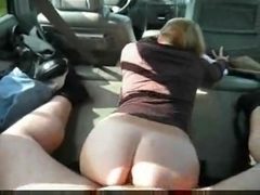 Amateurs fuck in car at the cemetary