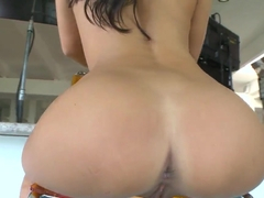 How does it happen that Asa Akira is so fucked up
