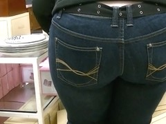 Candid wide ass milf in tight jeans