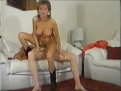 Golden Belt Frau