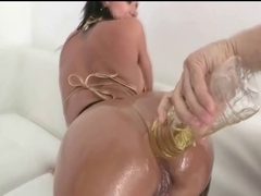 Colombian with great arse acquires oiled up