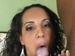 Victoria Allure feels black dongs in holes