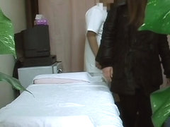 Spy cam in massage room shoots amateur
