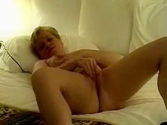 amature mature masturbating on bed