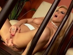 Paradise-Films Video: Blonde Beauty Strips & Plays