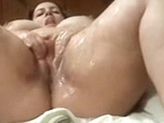 Filmed myself masturbating with a fake strapon and squirting