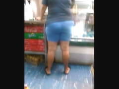 DELI BOOTY #2 : LATINA MOM WITH TIGHT FAT ASS (CANDID)