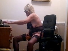 MUM PLAYING ON WEB CAMERA FOR YOUTHFUL PARAMOUR
