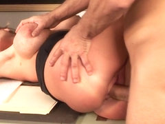 Curvy mature gets her nice pussy slammed