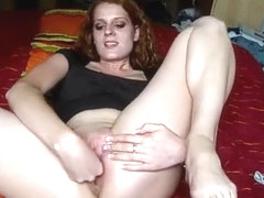 German webcam babe works her snatch