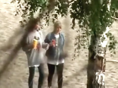Blonde quick pee in bushes