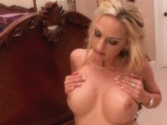 Wonderful pornstar's couple demonstrates pretty oral sex
