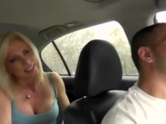 Fellow seduces mature woman to fuck hard