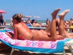 Round tan arse on the beach