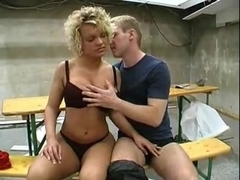 Blond mit dicken Titten 2