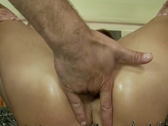 Sophie Lynx squirts from being double penetrated