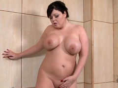 Chubby chick Lauren is masturbating in the bathroom