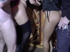 Megaballs - Lesben an der bar gefickt