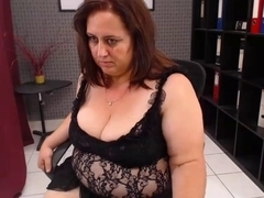 Mature webcam sex show by a chubby slut with a big butt