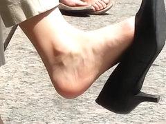 Amazing shoe dangle