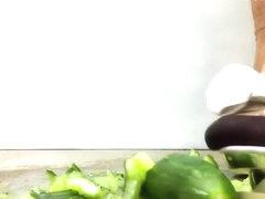 Crushing cucumber