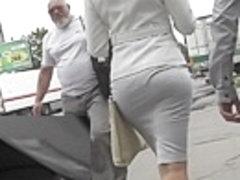 White strap betwixt fatty legs upskirt