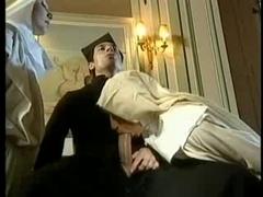 Zwei Nonnen Und Ein Prister