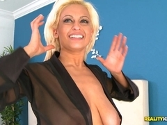 MilfHunter - Hot holly