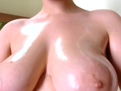 Hot big ass brunette Chrissy enjoy sin giving a blowjob