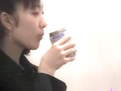 Sperm sharking video with an enticing Japanese woman