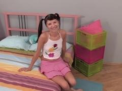 Asian teenie shows off the cum in her ass